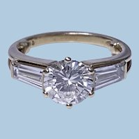 Ladies 18K Diamond Ring 20th century.