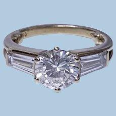 Ladies 18K Diamond Ring 20th century.