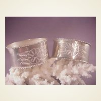 Vintage Pr. Mexican Sterling oval Napkin Rings/Flowers