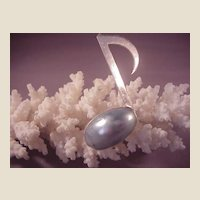 Sterling/ Mobe Pearl Musical Note/Quaver Pin