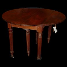 Wonderful and very valuable French Louis Philippe period table with 2 drop leaves + 3 extra leaves, circa 1860