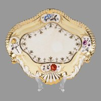1820 Chamberlain Worcester Shell Shaped Dish, Regent Body