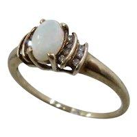 10K Oval Opal w/ Rows of Diamonds Ring Sz 7 3/4