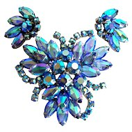 Vintage Juliana DeLizza & Elster blue art glass brooch & earring set