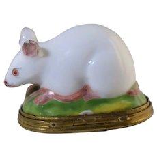 19th Century Samson Porcelain Mouse & Cat Figural Bonbonniere Snuff Box