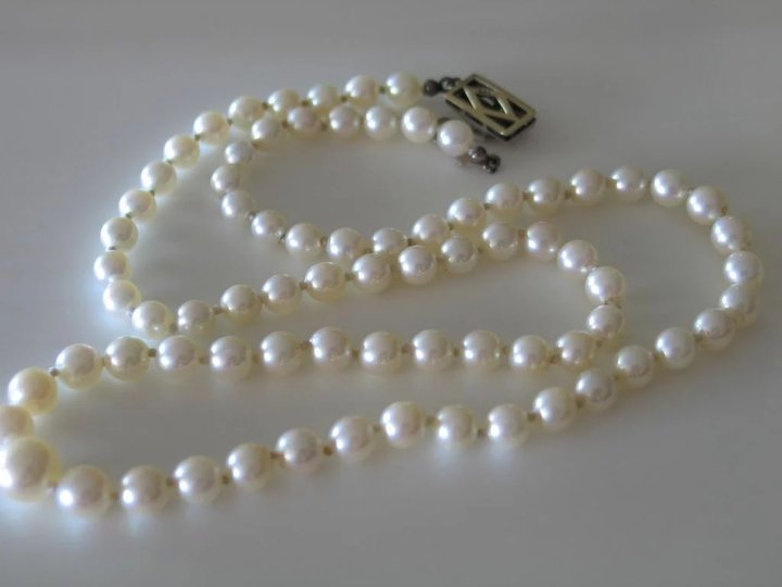 fbc17044a28b6 Vintage Graduated Pearls Necklace in 14k white gold clasp with diamonds.