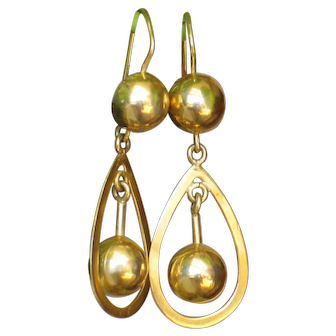 Antique 18k gold earring, pierced and dangle.