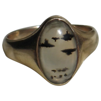Antique Victorian Agate ring in 14k yellow gold.