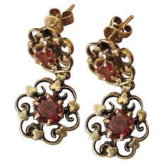 Antique garnet 14k yellow gold dangle earrings.