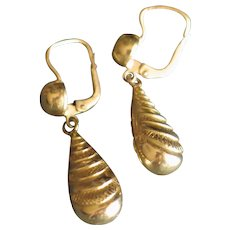 Sexy and classy antique dropped earrings in 18k gold (750) pierced.