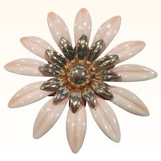 Vintage Sarah Coventry light peach and gold tone metal flower pin