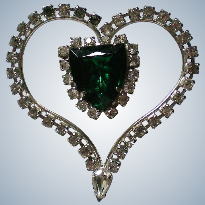 Deep In Heart Of Emerald Forest >> Large Green Rhinestone Heart Pin The Manor S Finest Antiques And