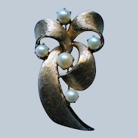 Signed Lisner Brooch with faux Pearls