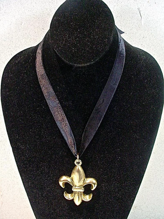 2eed6aad65 Moschino Brushed Gold Fleur-de-lis Pendant, 1990's : Fourty Fifty Sixty |  Ruby Lane