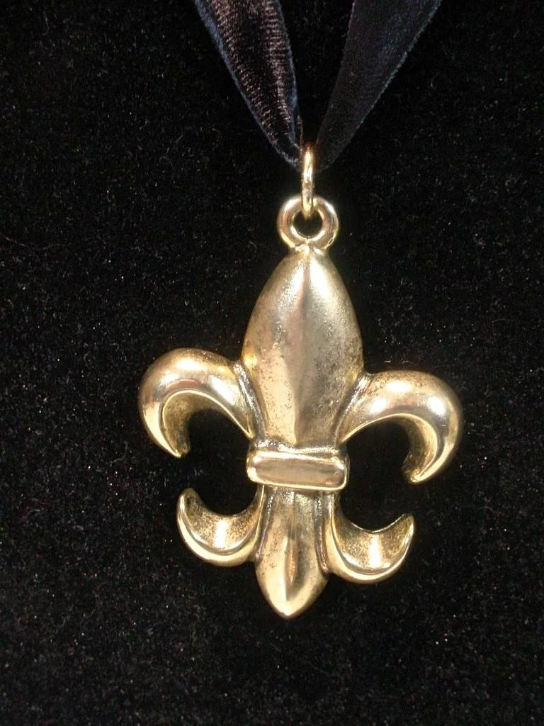 c64360f905 Moschino Brushed Gold Fleur-de-lis Pendant, 1990's : Fourty Fifty ...