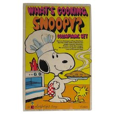 VIntage 1965 What's Cooking Snoopy, Colorforms Set