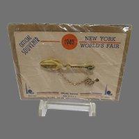 1940 New York World's Fair Official Souvenir Pin in Orig. Packaging