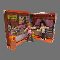 Vintage Mattel 1978 Baskin-Robbins Ice Cream Store w/Bunny and Richie Robbins Dolls