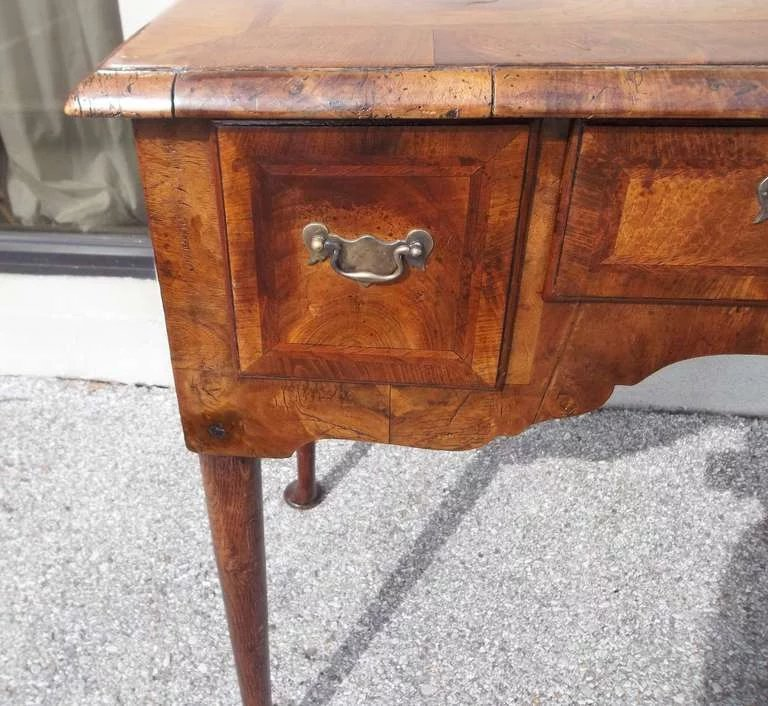 Walnut queen anne lowboy or dressing table the little for Transmutation table 85 items