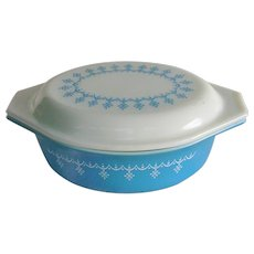 PYREX Snowflake Blue Garland 1 1/2 Qt. Covered Casserole