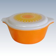 Pyrex Daisy or Sunflower Covered Cinderella Casserole