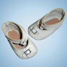 Great Pair of Early Vintage White Leather Doll Shoes