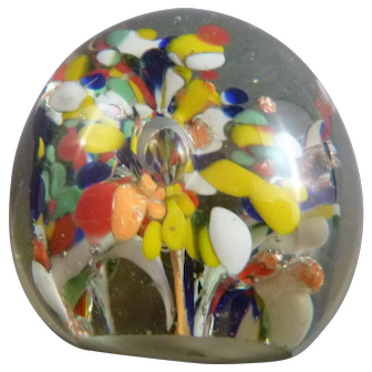 Glass paperweight with flowers
