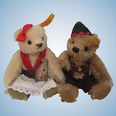 Steiff's Dressed Bear Pair With All IDs Made as Exclusives for Germany's Käthe Wohlfahrt