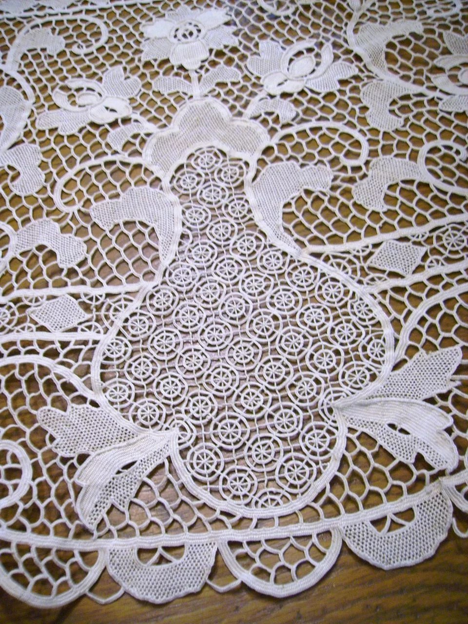 Round Italian Reticella Needle Lace Tablecloth 90 Inches To Expand
