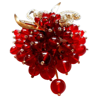 Unsigned Book Piece Miriam Haskell Clip of Ruby-Red & Silver Tone Floral Motif Clip c. 40