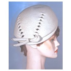 SCHIAPARELLI White Wool Felt Beret Hat - Cut-Out Design - Rhinestone Accent