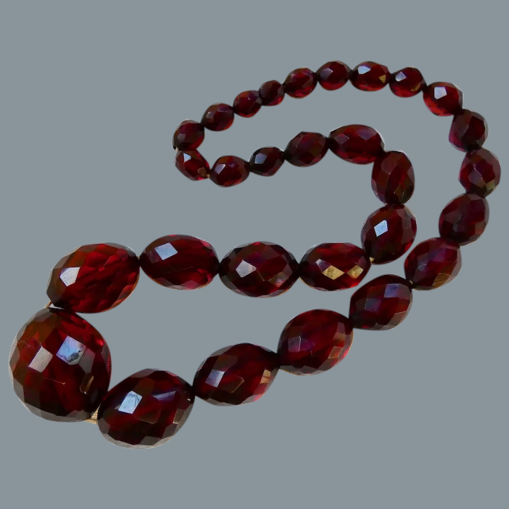 20 inches Weighs 53g Graduated Oval Beads Vintage Bakelite Gift for Her Cherry Amber Bakelite 20 Inch Necklace Art Deco 1920s