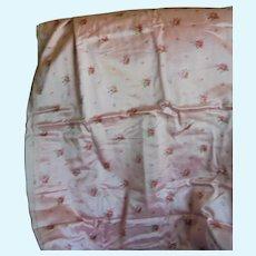 Fabrics old woolen pretty fine: