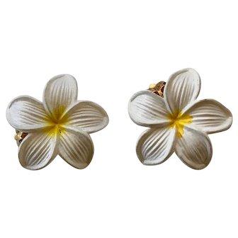 Vintage Hawaiian Plumeria Earrings - Clip-back
