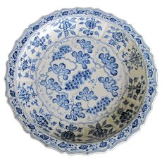 CHINESE Cobalt Blue & White Large Heavyweight Porcelain Grape Leaf Design Bowl