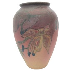 Vintage 1922 ROOKWOOD Elizabeth N Lincoln Leaves & BERRIES Wax Matte Vase 581-E