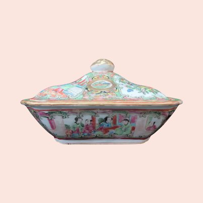 FAMILLE Rose Medallion CHINESE Porcelain Covered Flower Butterfly Dish Bowl Lid
