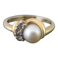DAINTY Vintage PEARL with 3 Diamonds 14k Yellow Gold Ring 6.25