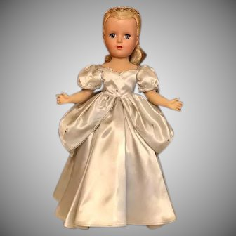 1947 Cinderella' Madame Alexander 17 inch hard plastic Original doll