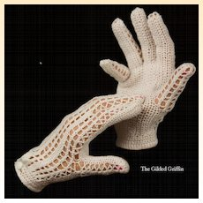 Vintage 1940s Gloves in Bracelet Length with Bakelite Button