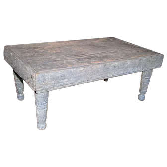 AAFA Primitive Wooden Riser Stand Bench in Blue Paint