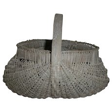 AAFA Primitive Wood Buttocks Egg Basket in Old Gray Paint