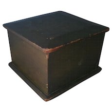 Primitive AAFA Wood Trinket Document Box with Dome Lid in Green Paint
