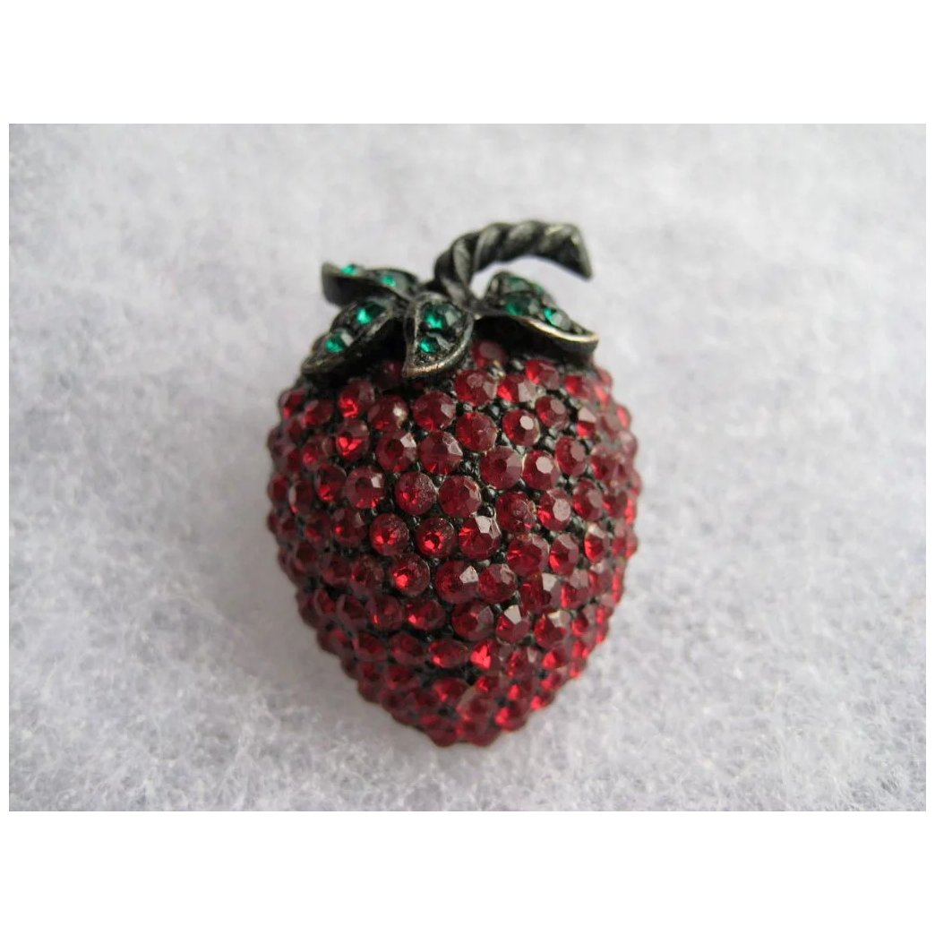 Estate Quality Collectors Vintage Brooch Post War Mid Century Prong Set Cyrstals Japanned Red Rhinestone Strawberry Vintage Fruit Pin