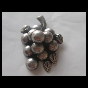 "Vintage Taxco Grape Cluster "" BIG "" Silver Puffy Pin Brooch 1930's"