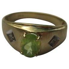 Vintage 10k Yellow Gold Oval Green Peridot  Ring Size 9