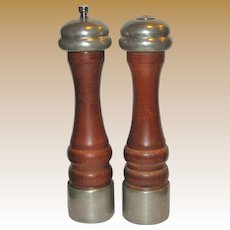 "Vintage ""Olde Thompson"" Salt Shaker & Pepper Grinder Set (Walnut & Pewter) 10"", Made in USA"