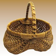 Beautiful Med. Buttocks Basket with Wrapped Handle