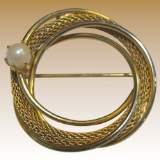 Modernist Goldtone Mesh & Cultured Pearl Pin