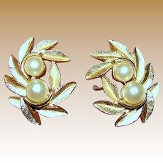 Vintage Avon Goldtone & Faux Pearl Clip Earrings